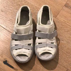 BZees Super comfortable tennis shoes